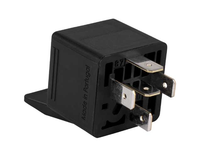 Utilizando un relay para conectar más equipos al remoto del auto estéreo
